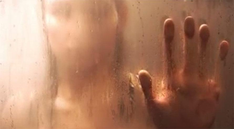 Voisine sous la douche filmée par un drone ?
